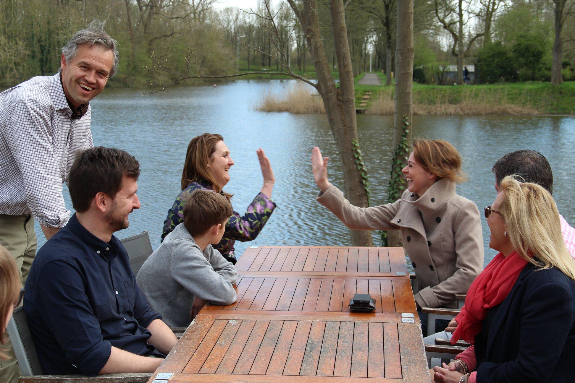 Emmily Talpe gaf Gwendolyn Rutten een rondleiding in Ieper. Ze kaartte enkele bezorgdheden voor onze regio aan.