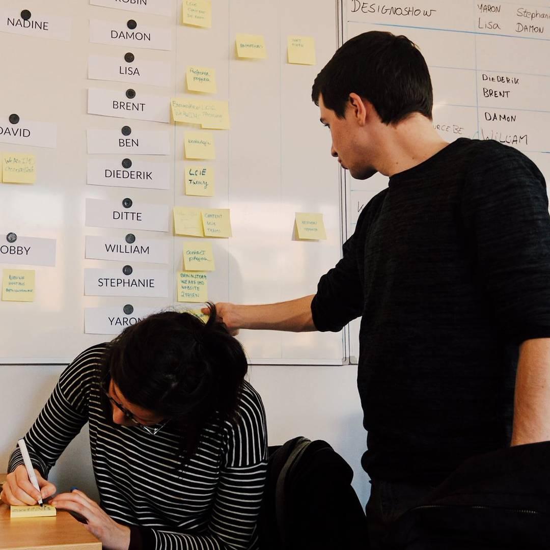 Yaron aan het werk tijdens zijn opleiding Interactive Multimedia Design